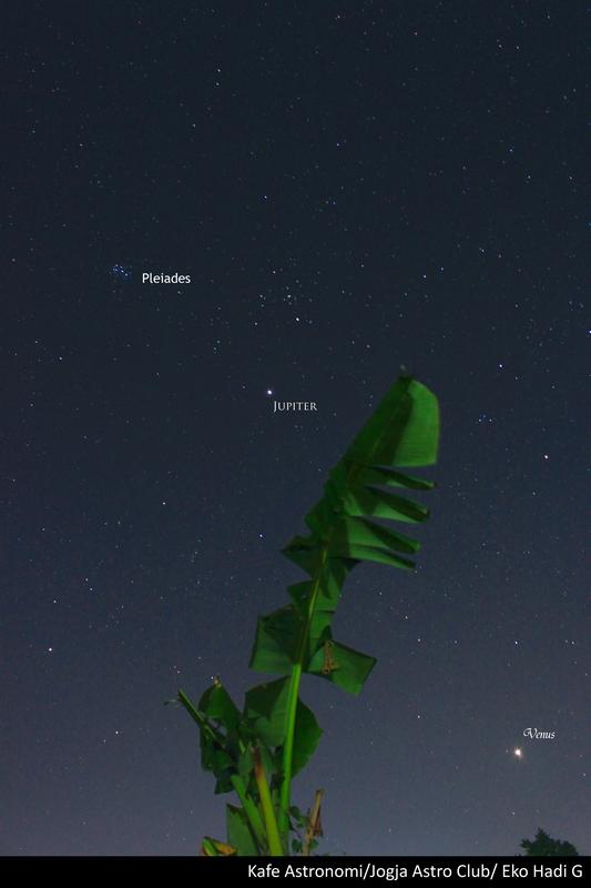 Foto Planet Jupiter Venus dan Pleiades