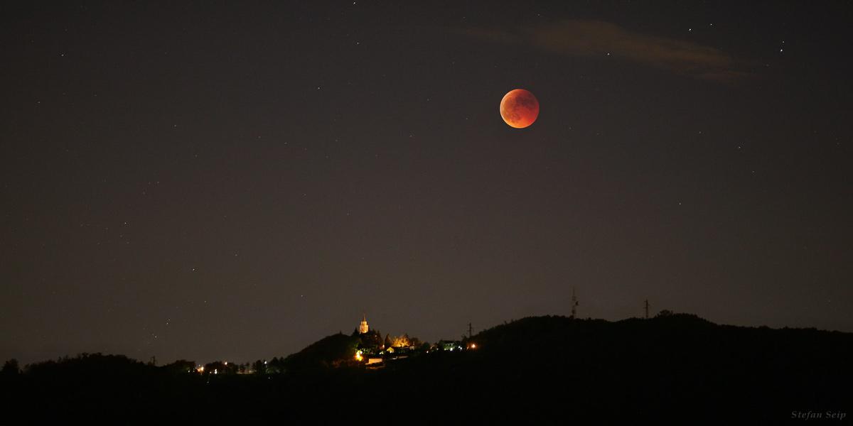 Gerhana bulan. Credit: Stefan Seip