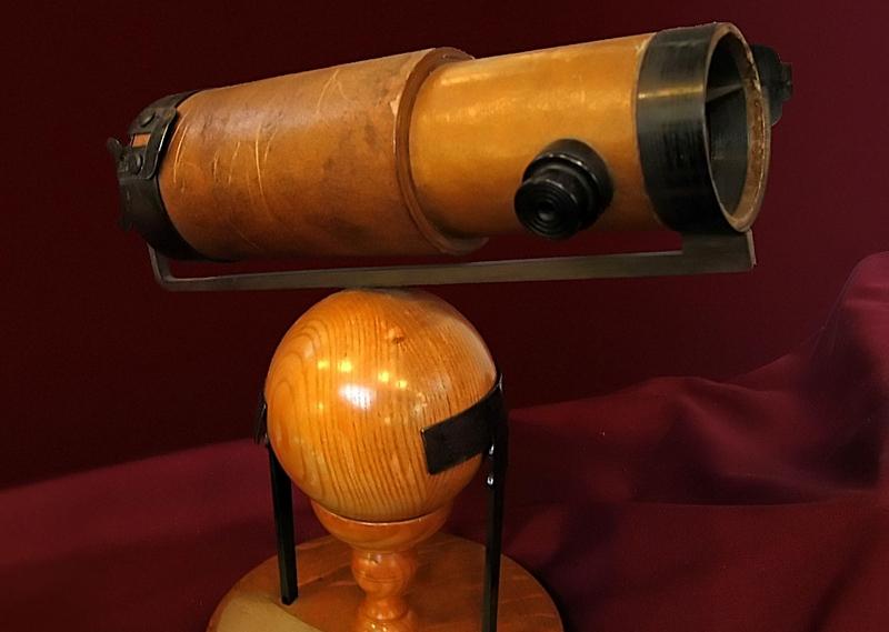 Replika Teleskop Newtonian. Credit: wikipedia.org