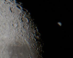 Gambar 1. Detik-detik saat Jupiter lenyap dari pandangan mata seiring terjadinya penutupan oleh cakram Bulan yang dimulai dari sisi timur, sebagaimana diabadikan teleskop berperlengkapan kamera dari Buenos Aires (Argentina). Sumber: Agerich, 2013 dalam Spaceweather.com, 2013.