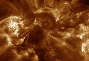 Gambar 1. Snapshot kepang magnetik di korona Matahari berdasarkan observasi teleskop High-resolution Coronal Imager (Hi-C). Sumber : NASA, 2013.