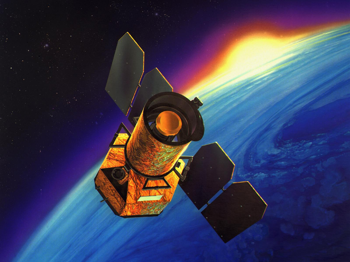 GALEX atau Galaxy Evolution Explorer diluncurkan pada 28 April 2003. Misinya adalah untuk mempelajari bentuk, tingkat kecerahan, ukuran dan jarak galaksi sejauh 10 miliar tahun yang lalu. Sumber : Space.com