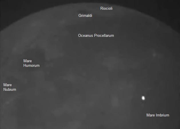 Gambar 2. Bagian dari rekaman video yang menunjukkan peristiwa tumbukan meteor di Bulan pada 17 Maret 2013 silam. Kilatan cahaya produk tumbukan nampak mengerjap dari area Mare Imbrium (kanan bawah). Sumber: NASA, 2013.
