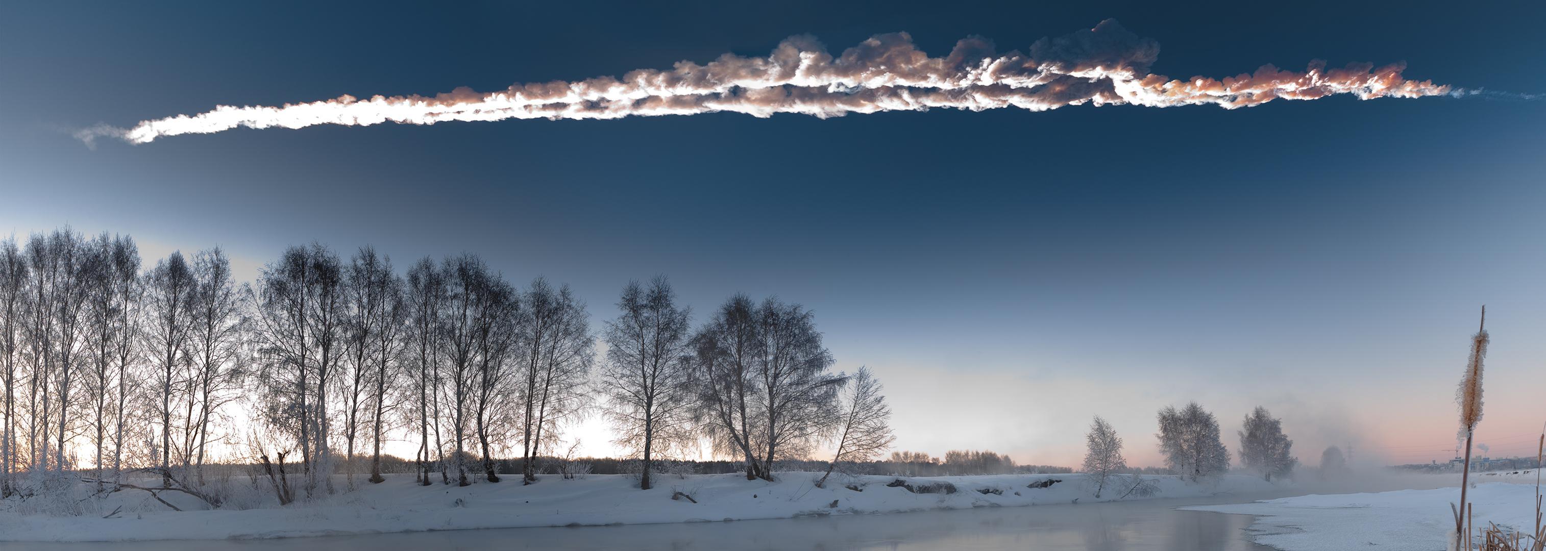 Meteor Chelyabinsk melintas meledak dilangit pada bulan Februari, melukai ratusan orang, merusak bangunan, dan menarik perhatian dunia atas potensi bumi menjadi target tabrakan batu luar angkasa. Sumber : M. Ahmetvaleev