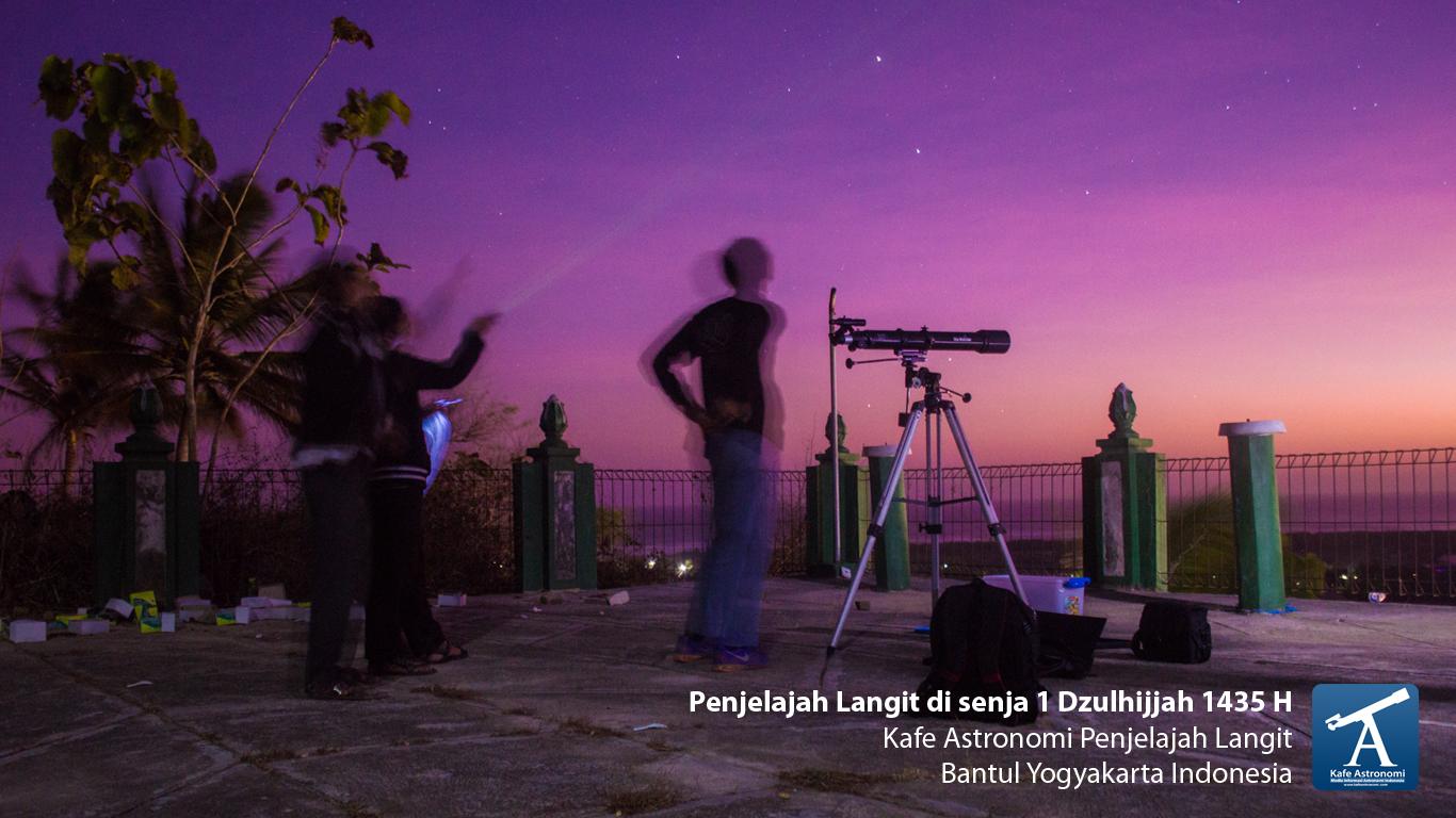 Bercakap dan mengamati langit kala sang penanda waktu telah mulai terbenam di ufuk barat. Sumber : Kafe Astronomi