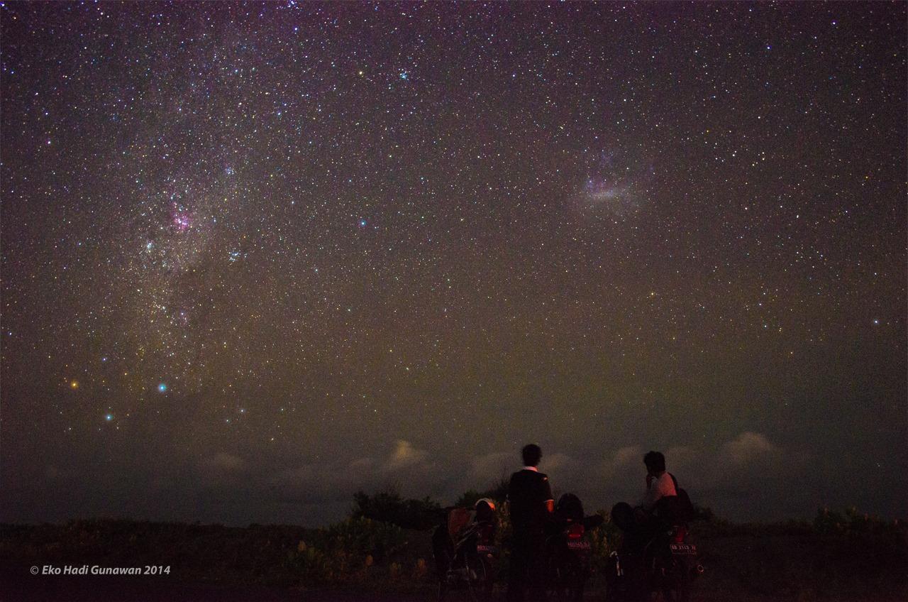 Melihat hujan meteor tidak boleh menggunakan teleskop maupun binokuler. Cukup menggunakan mata telanjang. Sumber : Eko Hadi G 2013.