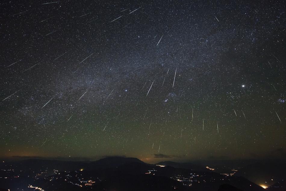Hujan Meteor Geminid pada tahun 2012. Credit :