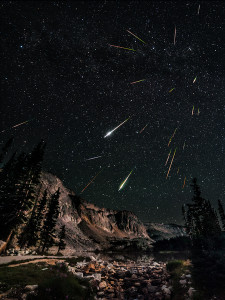 Hujan Meteor Perseid. Kredit : David-Kingham