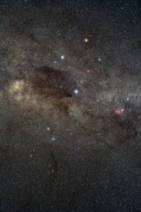 Bintang-bintang dan obyek disekitar rasi bintang Crux. Kredit : Yuri Beletsky