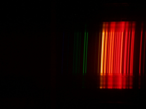 Gambar 3.10: Spektrum lampu neon