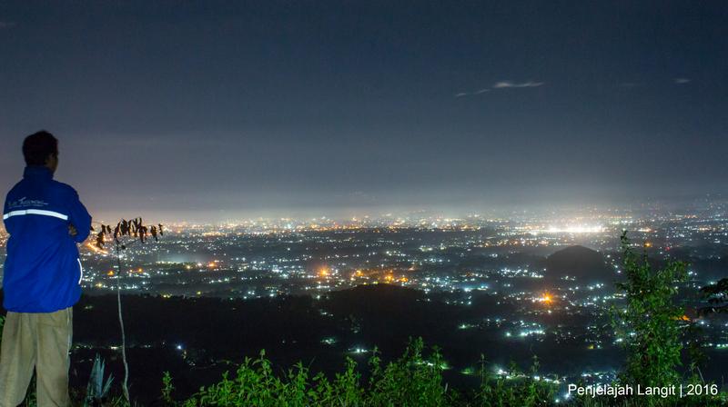 Polusi cahaya kota Yogyakarta. Kredit : Penjelajah Langit