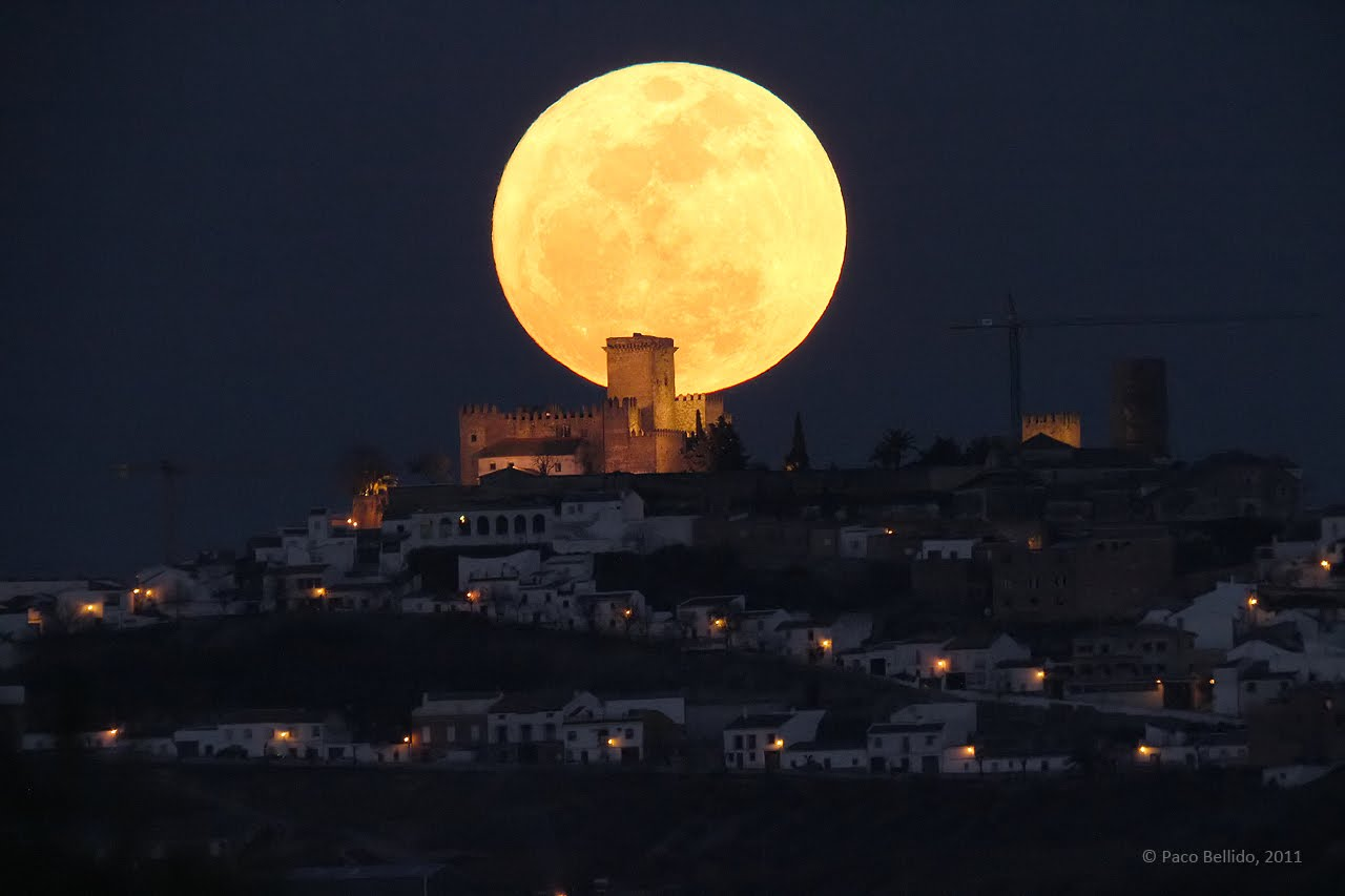 Supermoon 2011. Credit : Paco Bellido